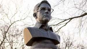 تمجید از ادوارد اسنودن با نصب مجسمهاش در نیویارک