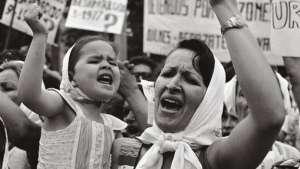 مادران میدان مایو: «ما نخستين مادرانی بوديم كه از فرزندان مان زاده شديم!»