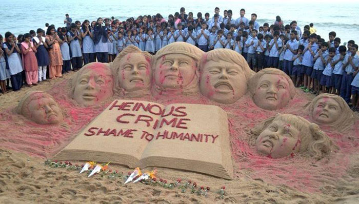 Sand sculpture by Indian artist in mourning of killed students in Peshawar