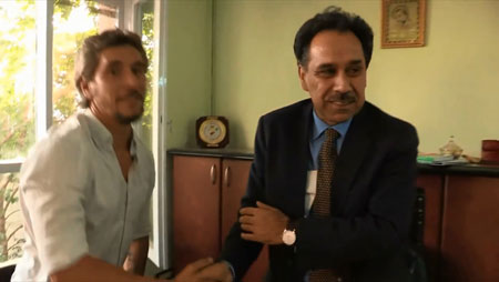 احمدولی مسعود حین دیدار با تاجر زمرد در «بنیاد مسعود»  مستندی از چپاول معادن یک میلیارد دالری پنجشیر ahmad wali massoud